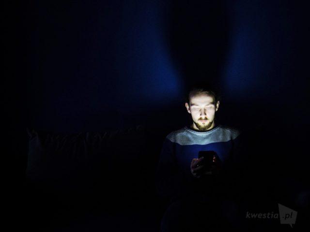 niebieskie światło