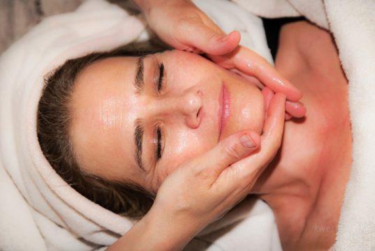 5 sposobów jak zachować owal twarzy bez użycia skalpela