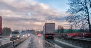 kierowcy ciężarówek uratowali samobójcę