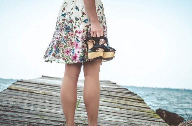 jak zadbać o nogi latem