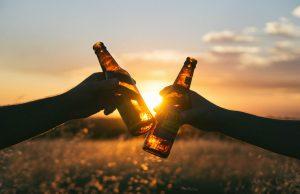 Polacy piją coraz droższe alkohole - piwko jest już passé
